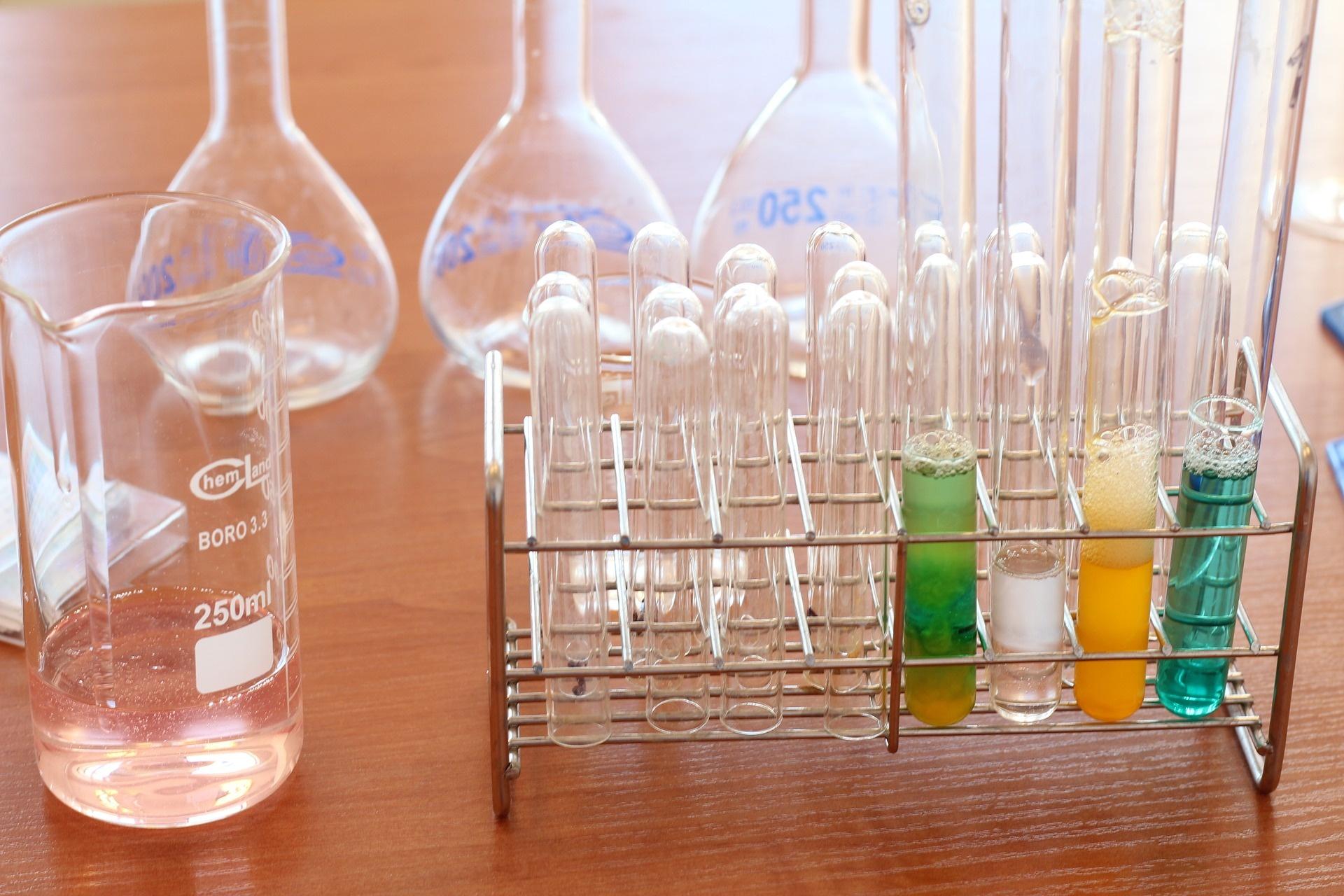 laboratory-1009190_1920.jpg